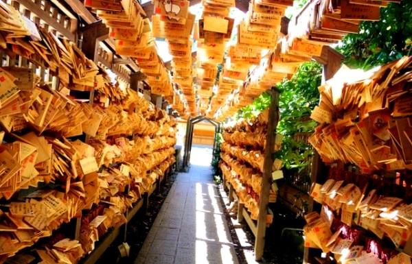 Ema le tavolette con le preghiere shintoiste